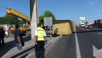 Cae contenedor de un tráiler en la autopista Veracruz-Xalapa