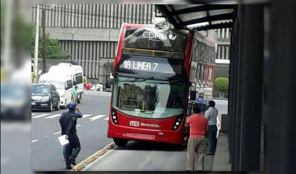 choca metrobus de la linea siete