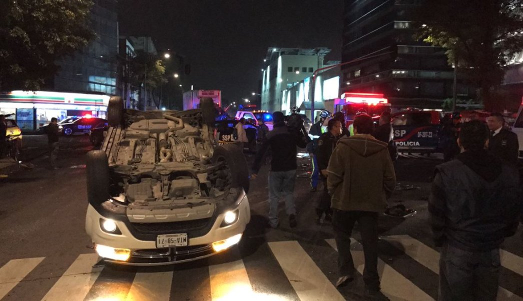 vuelca camioneta avenida chapultepec conductor ileso