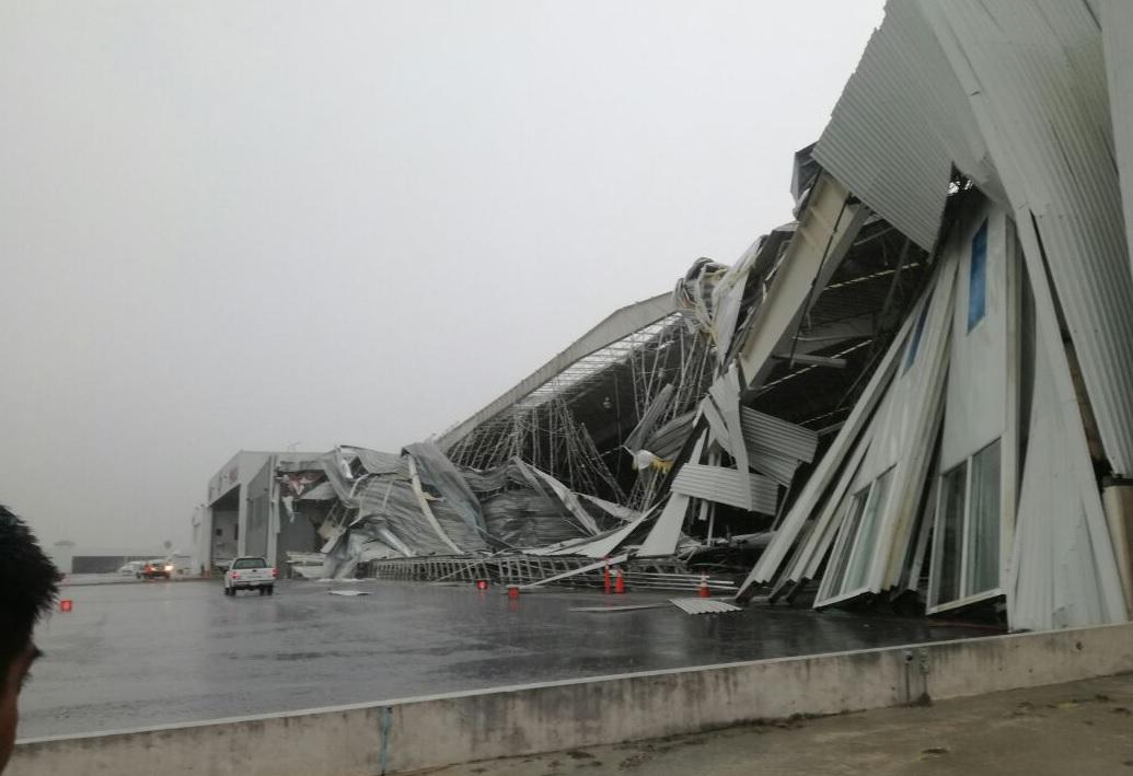 Lluvia afecta aeropuerto de Apodaca Monterrey