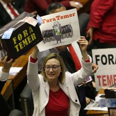 Michel Temer libra cargos de corrupción en Congreso de Brasil