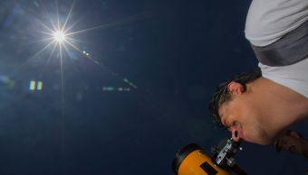 Miles observaron el eclipse solar en todo el país