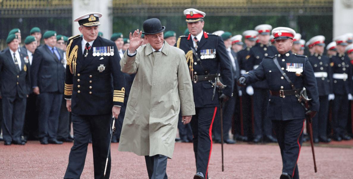 El duque de Edimburgo presidió un desfile benéfico