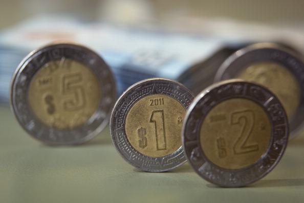 Peso retrocede atento a la renegociación del TLCAN