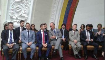 Doce embajadores acuden a apoyar al Parlamento venezolano tras su disolución