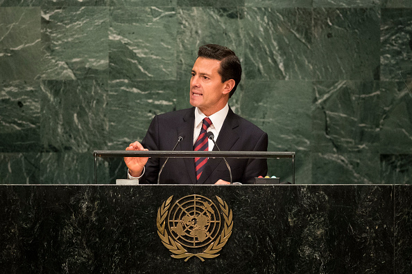 Enrique Peña entrega concesión a nueva Bolsa de valores