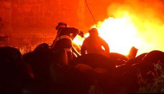 incendio dentro de deposito de llantas en tultitlan