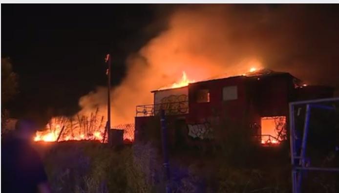 incendia local abandonado junto gasolinera NL