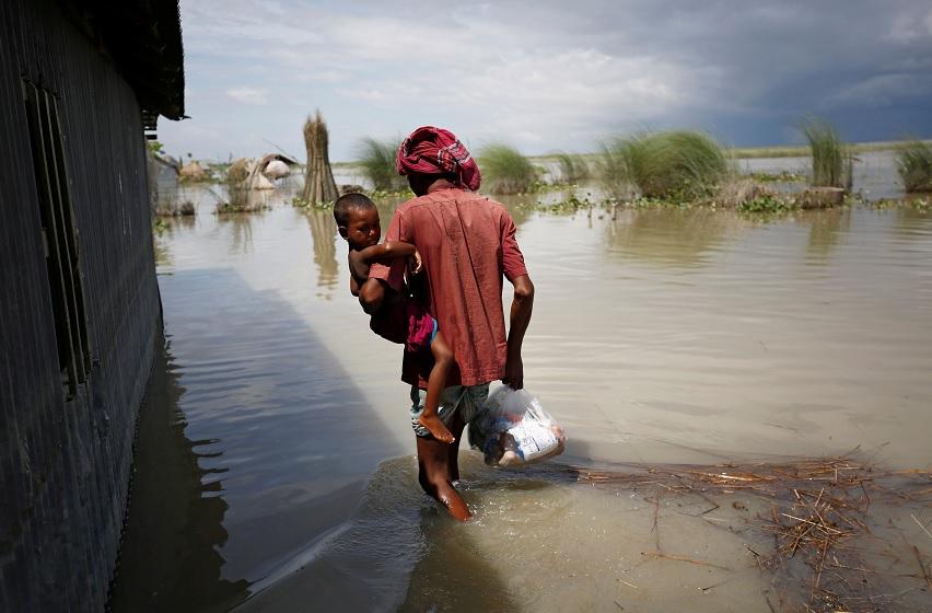 Estiman 700 muertos tras inundaciones en el sur de Asia