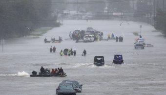 Ocho muertos y miles esperan ser rescatados lluvias Harvey