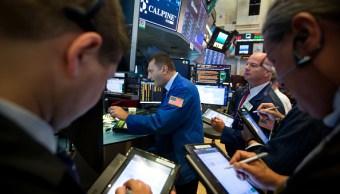 Las acciones de Wall Street revierten caída