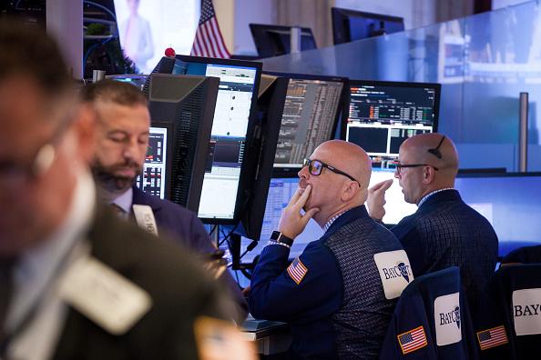Wall Street abre en alza impulsada por minoristas y tecnologícas