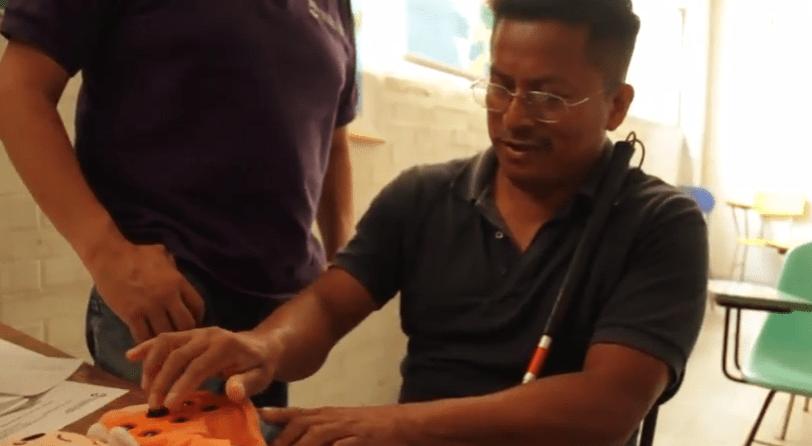 Marcos Cortés Simón aprende Braille en reclusorio de la CDMX