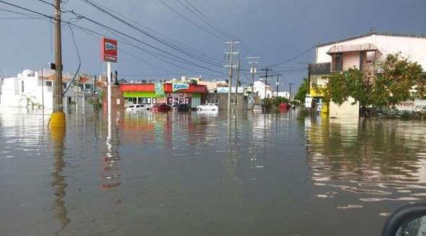 Fuertes lluvias afectan Mazatlán tras paso de 'Jova'