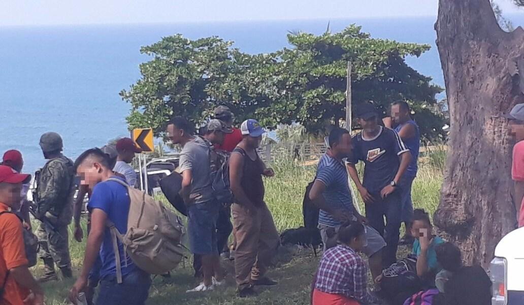 aseguran 126 migrantes hacinados trailer veracruz