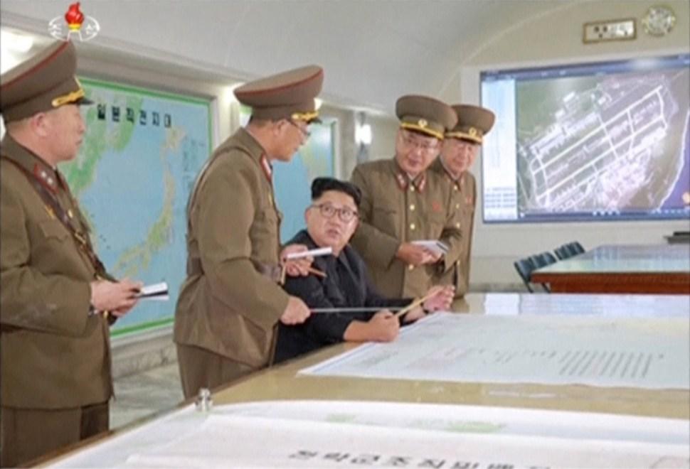 Militares exponen Kim Jong Un plan lanzar misiles Guam