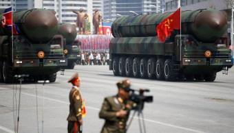 Kim Jong Un ordena construir motores cohetes y cabezas misiles