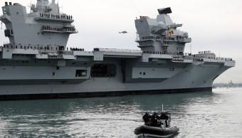 Llega al puerto de Portsmouth el buque de guerra más grande británico