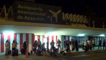 Pasajeros de vuelos desviados de la CDMX son hospedados en Acapulco