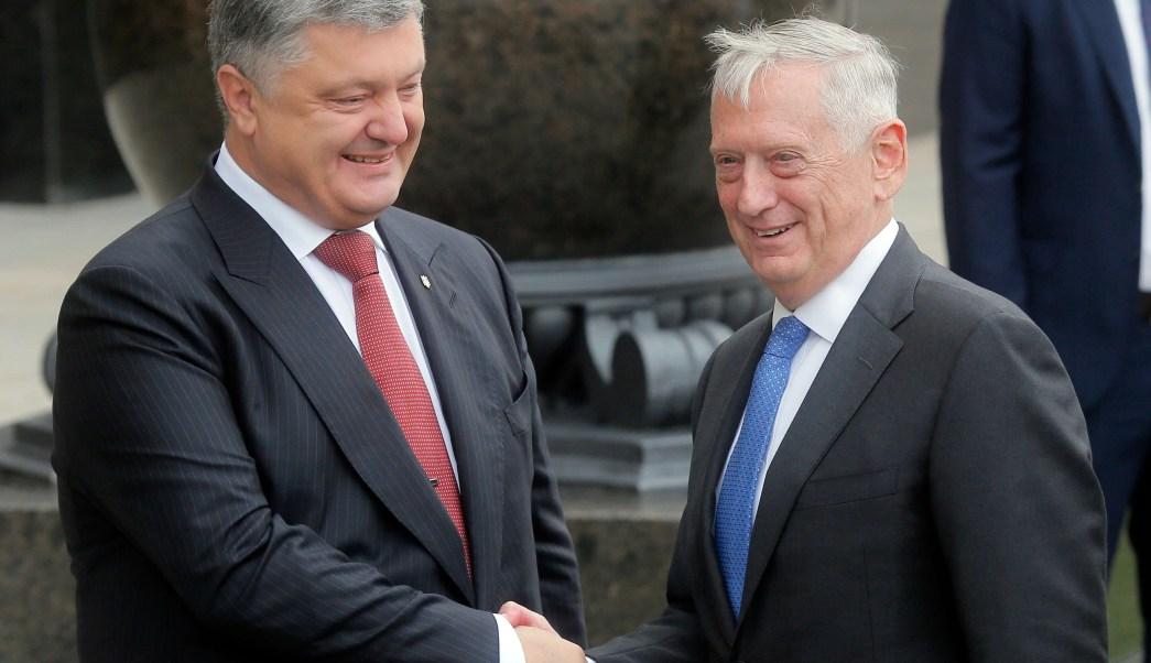 Petró Poroshenko, presidente de Ucrania, recibe a James Mattis