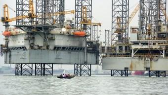 Plataforma petrolera en complejo portuario de Lagos, Nigeria
