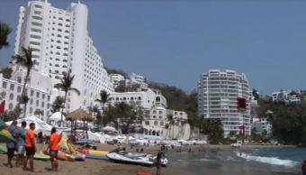 Turistas gozan de las últimas horas de vacaciones en Colima