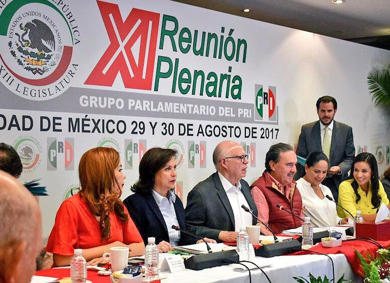 Narro se promueve como aspirante presidencial en reunión de senadores del PRI