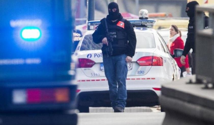 Policías belgas abren fuego contra automóvil con supuestos explosivos