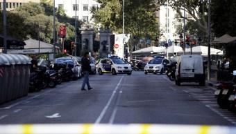 policias se encuentran en las ramblas de barcelona