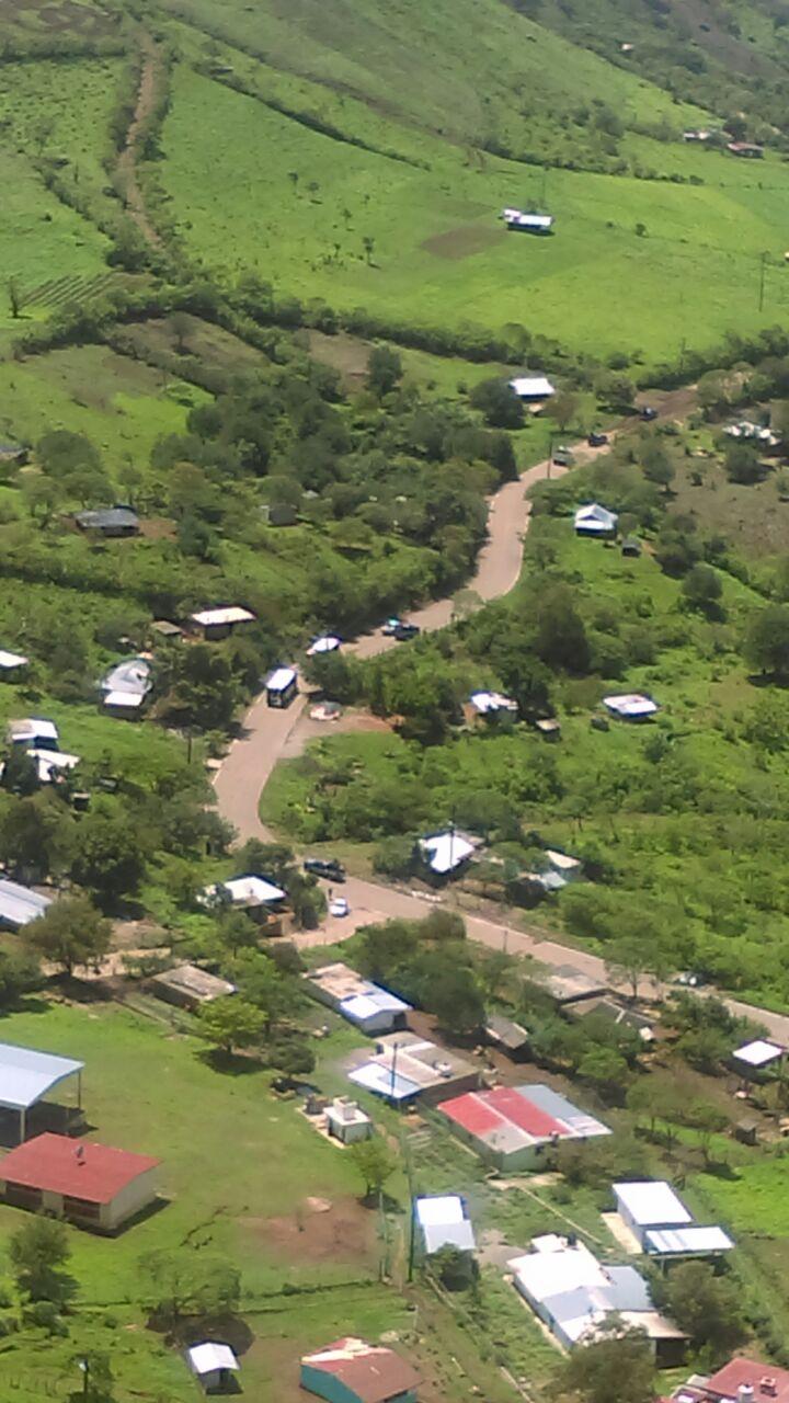 Policías y soldados escoltan a familias que regresan a Concordia, Sinaloa