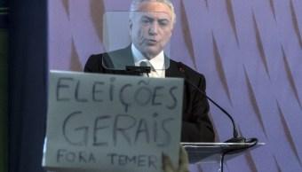 Abuchean a Temer en Río de Janeiro al exponer reformas que impulsa