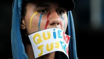Analista venezolana denuncia que sublevación militar servirá para persecución