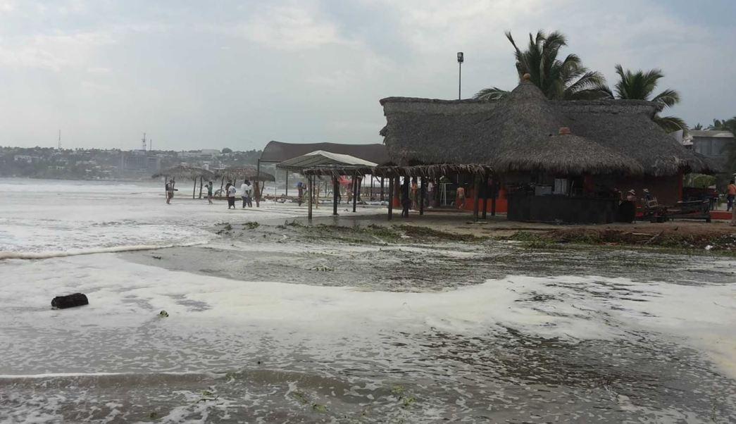Fuertes marejadas afectan costas de Oaxaca