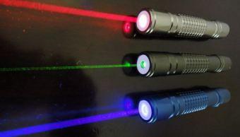 Reino Unido estudia restringir venta de punteros láser y endurecer multas