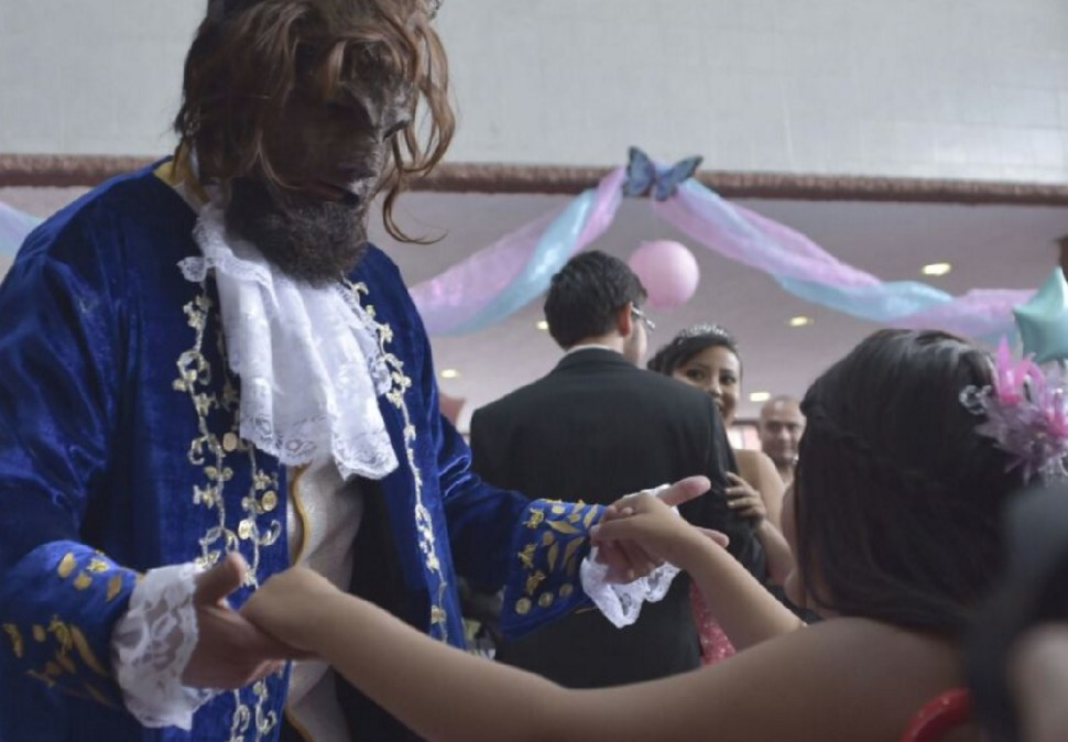 Quinceañeras con cáncer festejan en el Hospital Infantil Federico Gómez