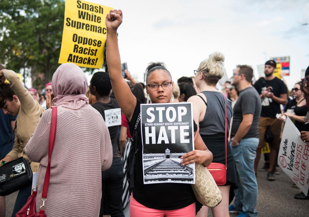 Multiplican donaciones organizaciones antirracistas Charlottesville Virginia