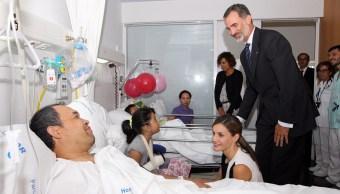 Reyes de España visitan a las víctimas del ataque terrorista en Barcelona
