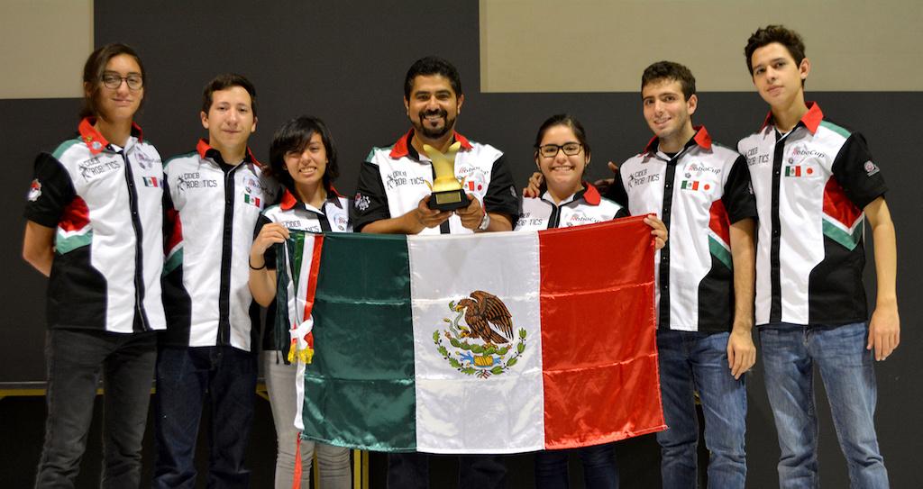 Alumnos mexicanos triunfan en torneo de robótica en Japón