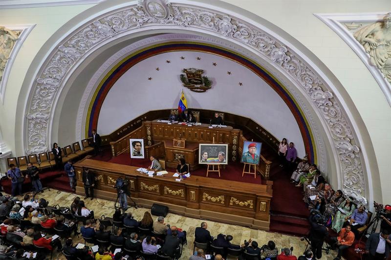 Se enfrentan Congreso de Venezuela y Constituyente