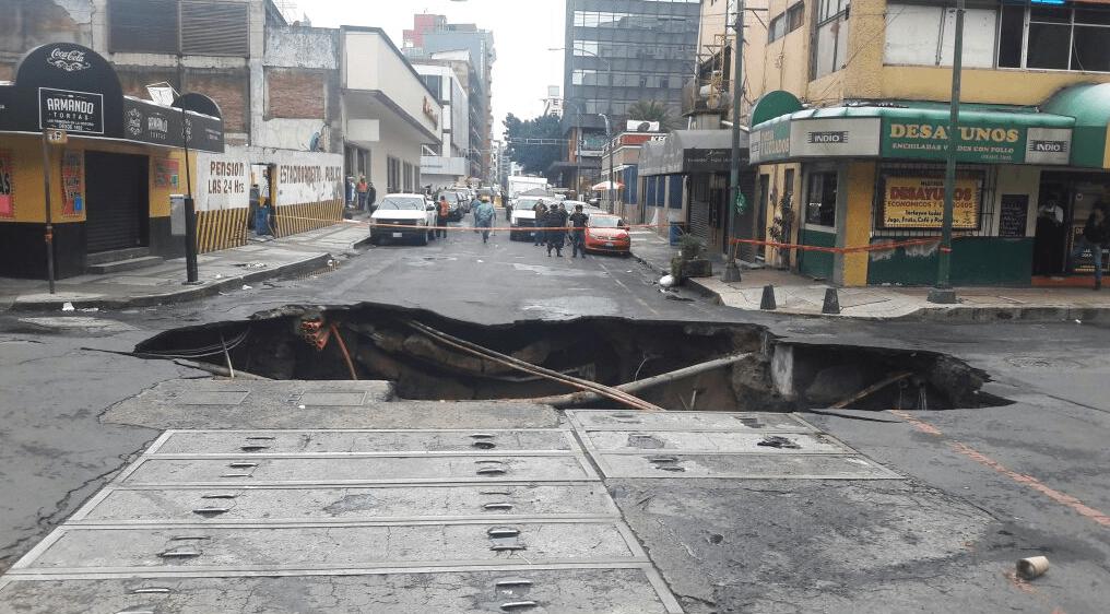Se forma socavón de 4 metros en Cuauhtémoc