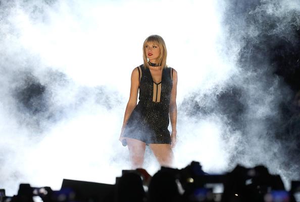 Taylor Swift testificará en contra de expresentador de radio por manoseo