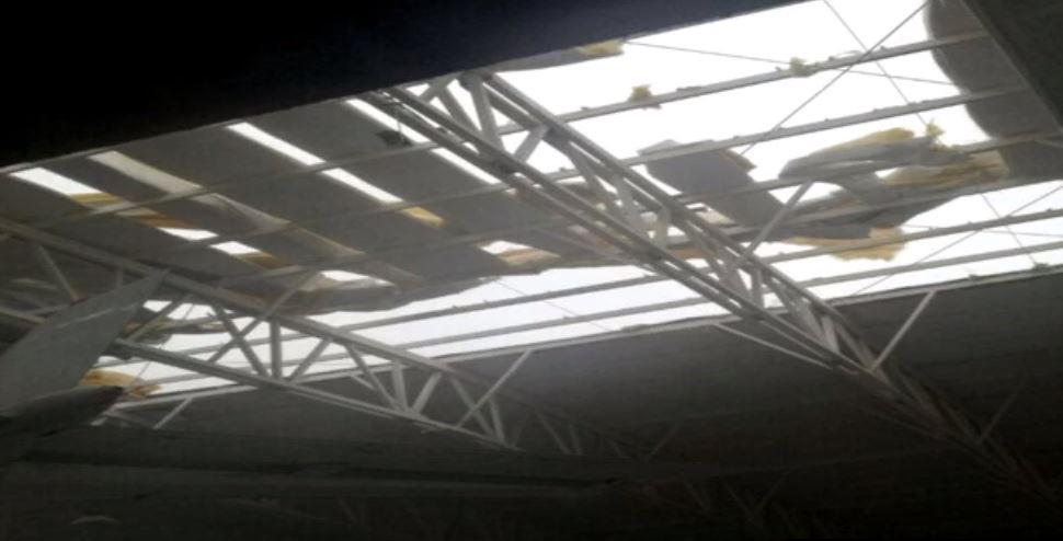 Techo afectado por lluvias y viento en el Aeropuerto del Norte