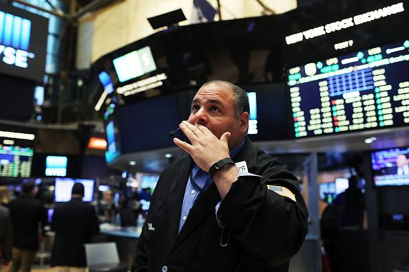 Tensiones políticas mundiales afectaron al Dow Jones