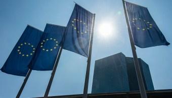 Toma de banderas de la Unión Europea