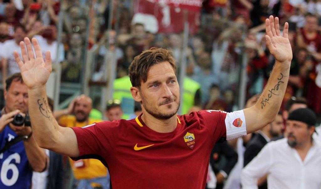 Ultima playera Totti Roma enviada espacio