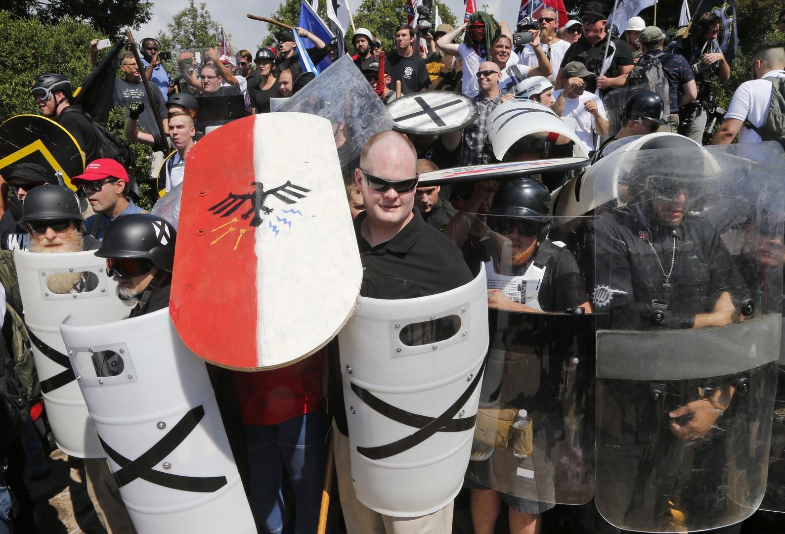 Trump culpa a neonazis, supremacistas y manifestantes de izquierda por la violencia en Charlottesville