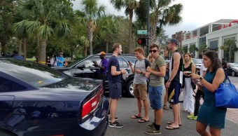 Varias personas esperan informes sobre tiroteo de Charleston