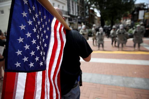 """Trump condena """"atroz muestra de fanatismo"""" hechos violentos en Virginia"""