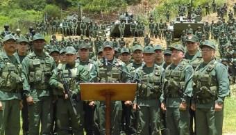 Ministro de Defensa de Venezuela exhibe músculo militar tras intento de rebelión