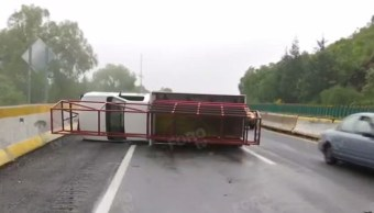 vuelca camioneta en la autopista méxico cuernavaca